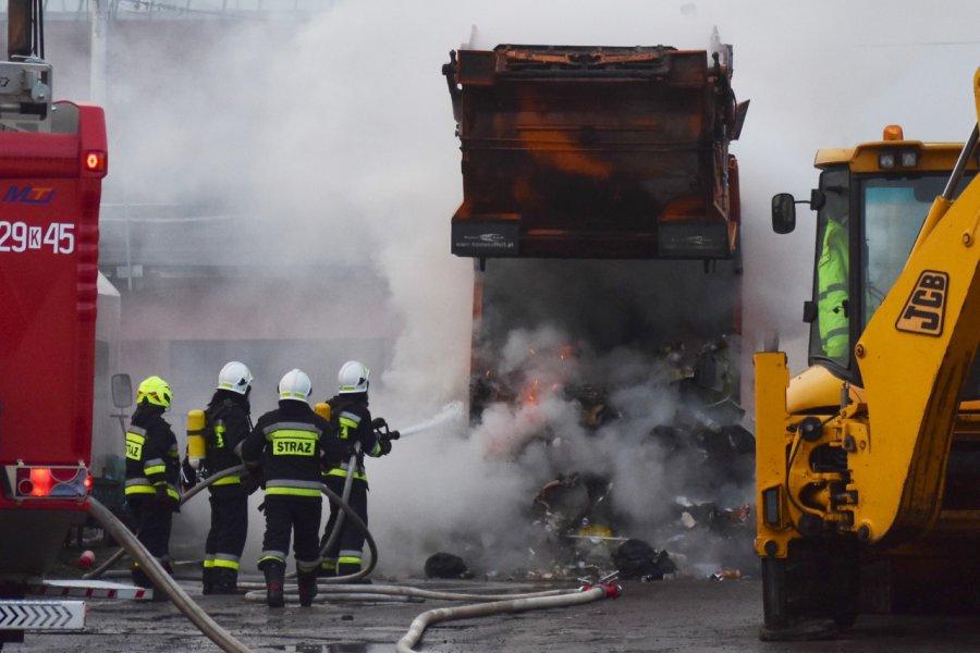 Ogień w śmieciarce