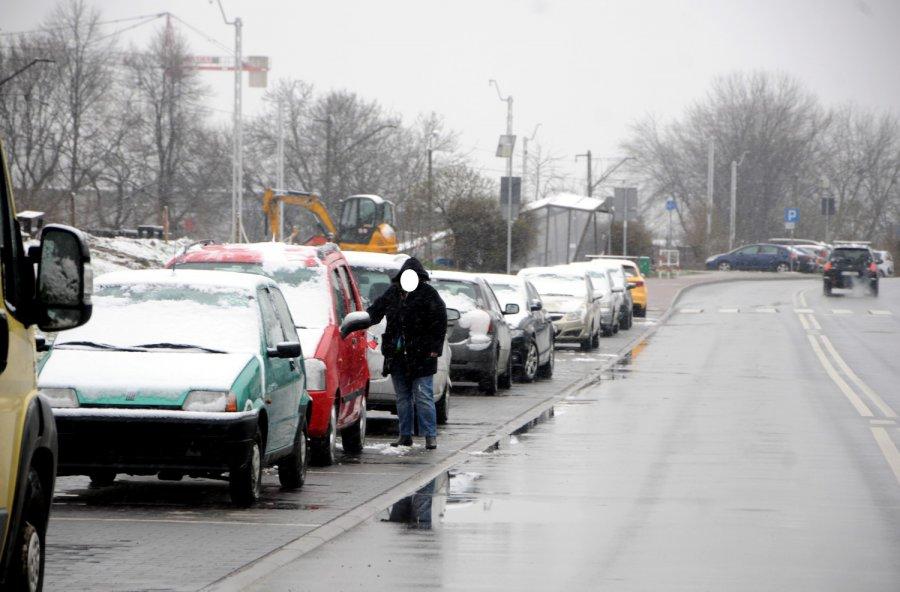 Zrobiło się biało. Jak rano sytuacja wyglądała na drogach? (ZDJĘCIA)