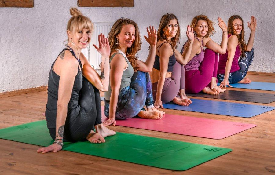 10 powodów, które sprawiają, że praktykowanie jogi zmieni Twoje życie.