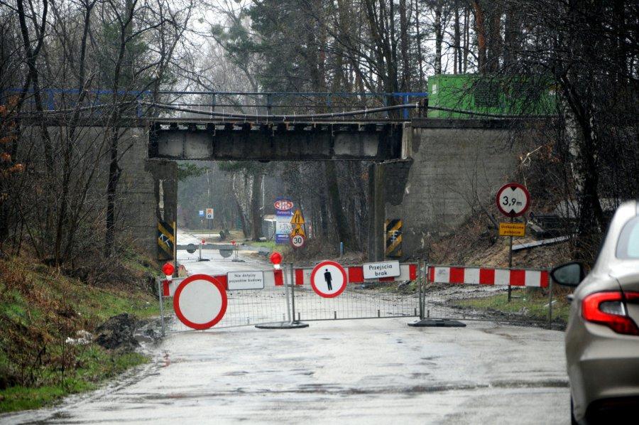 Ruch pod wiaduktem kolejowym będzie przez długi czas zamknięty