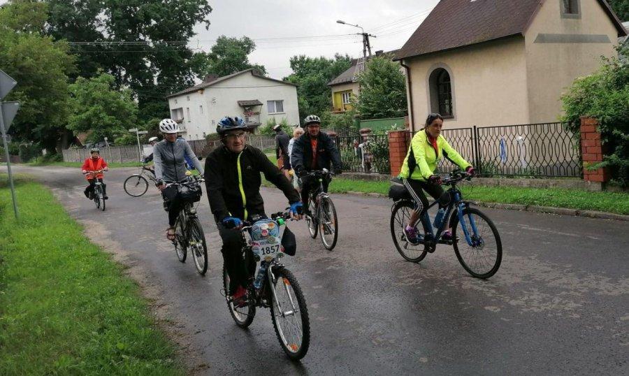 Mętków przyciąga rowerzystów i podążających śladami papieża (ZDJĘCIA)
