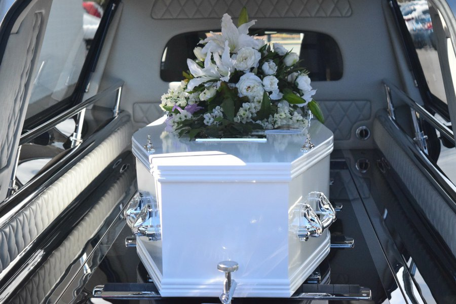 Drzwi w zakładzie pogrzebowym się nie zamykają