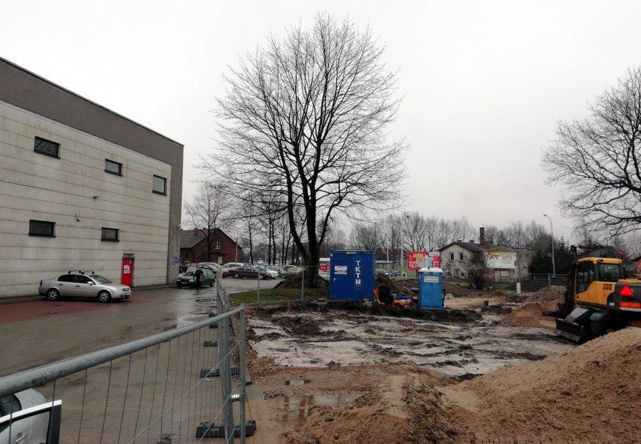 Rozkopany teren przy Intermarche w Trzebini