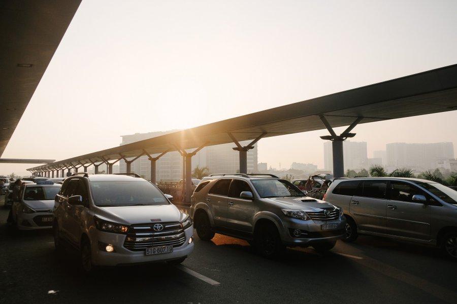 Samochód za gotówkę czy na raty – co jest lepsze?