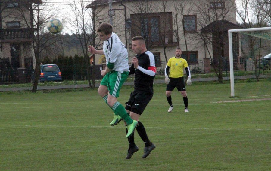 Piłkarze Żarek kończyli mecz w Gromcu w dziesiątkę i ze stoperem w bramce (WIDEO, ZDJĘCIA)