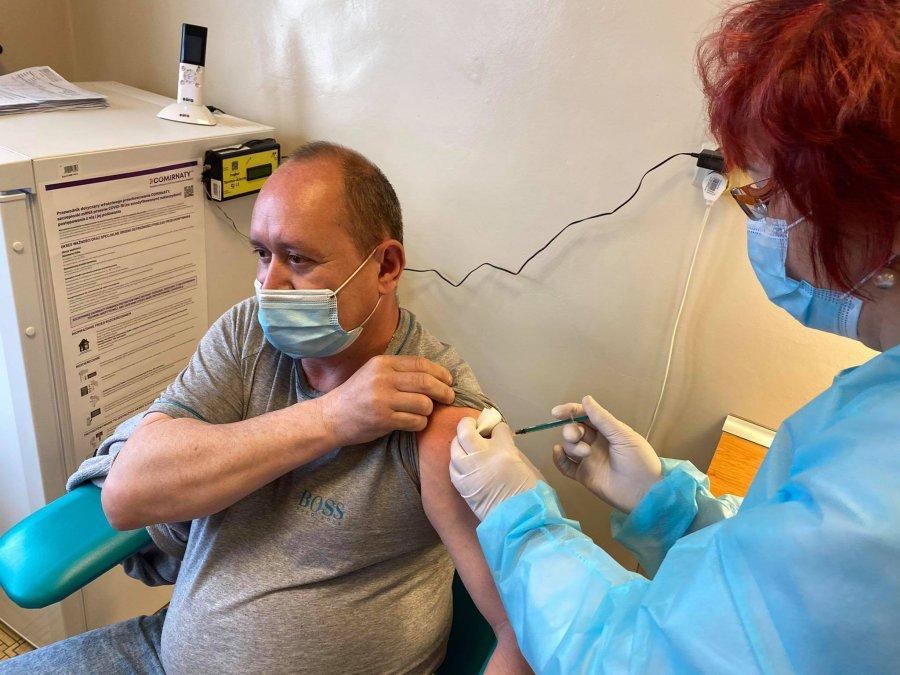 W powiecie spada liczba hospitalizowanych, przybywa zaszczepionych