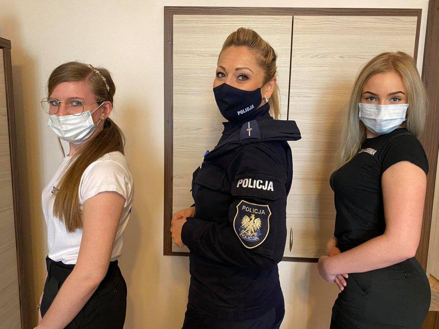 Pierwsi absolwenci klasy policyjnej w ZSECh zakończyli naukę (ZDJĘCIA, WIDEO)