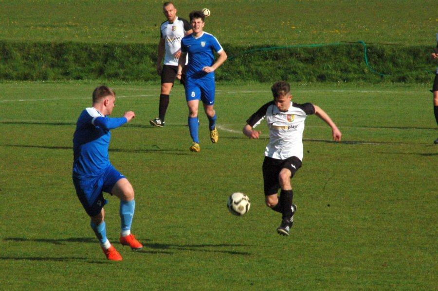 Piłkarze MKS Libiąż zagrali na zero z tyłu. Sami wyprowadzili trzy ciosy (ZDJĘCIA)