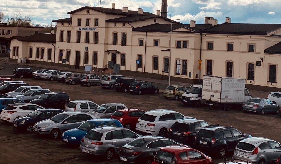 12 firm chce wybudować parking przy dworcu PKP w Trzebini