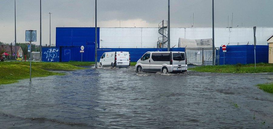 Dużo wody w rejonie Kauflandu i Tesco