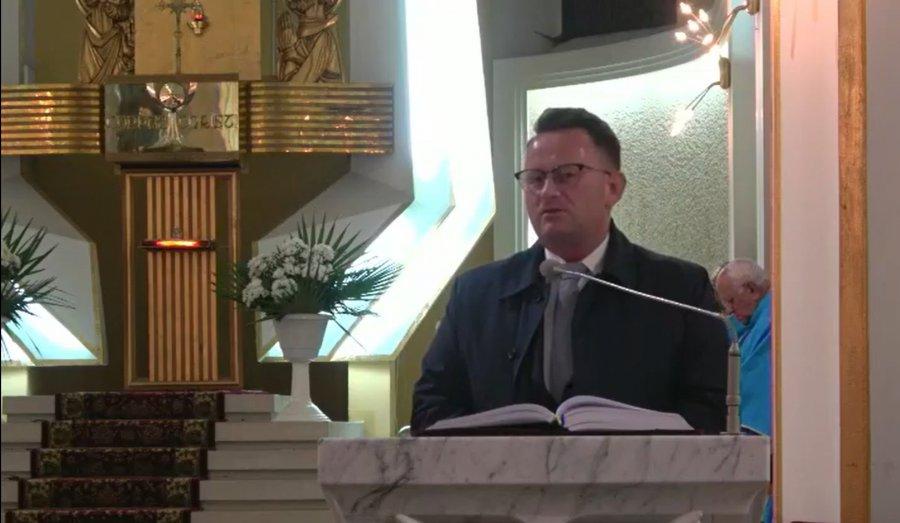 Burmistrz Trzebini jak minister Emilewicz. Przemawiał z ambony: Wszyscy możemy być święci (WIDEO)