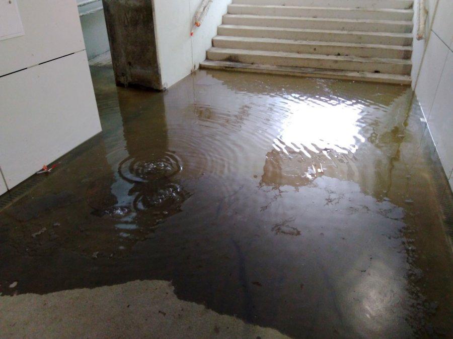 Po każdym deszczu woda sięga tam po kostki