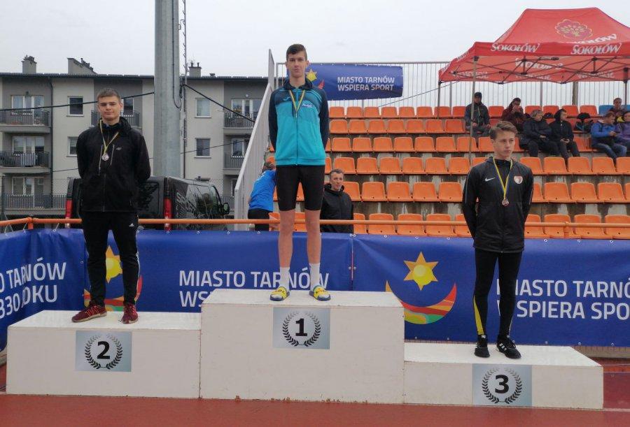 Lekkoatleci z Trzebini cztery razy stawali na podium deszczowych mistrzostw Małopolski