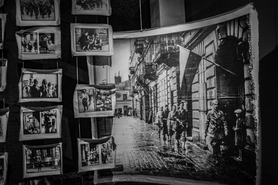 PODRÓŻE Z APARATEM. Muzeum Powstania Warszawskiego