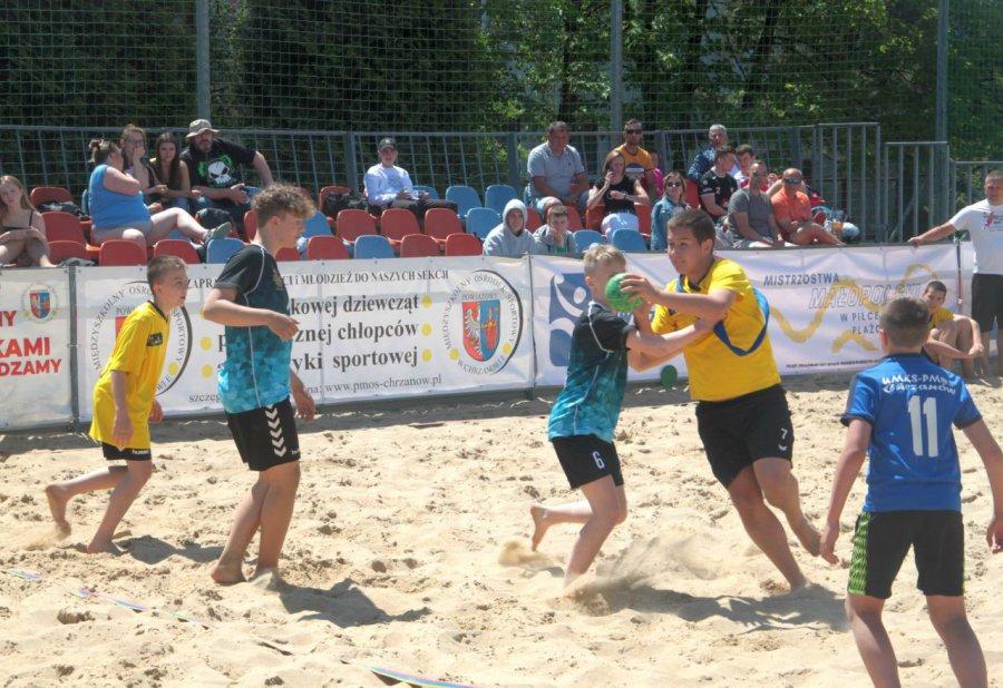 Piłkarze ręczni zagrali na piasku w Chrzanowie. Pokazali sporo efektownych akcji (ZDJĘCIA, WIDEO)