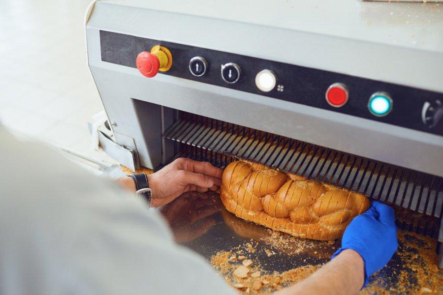 Krajalnica do chleba – urządzenie nie tylko do piekarni