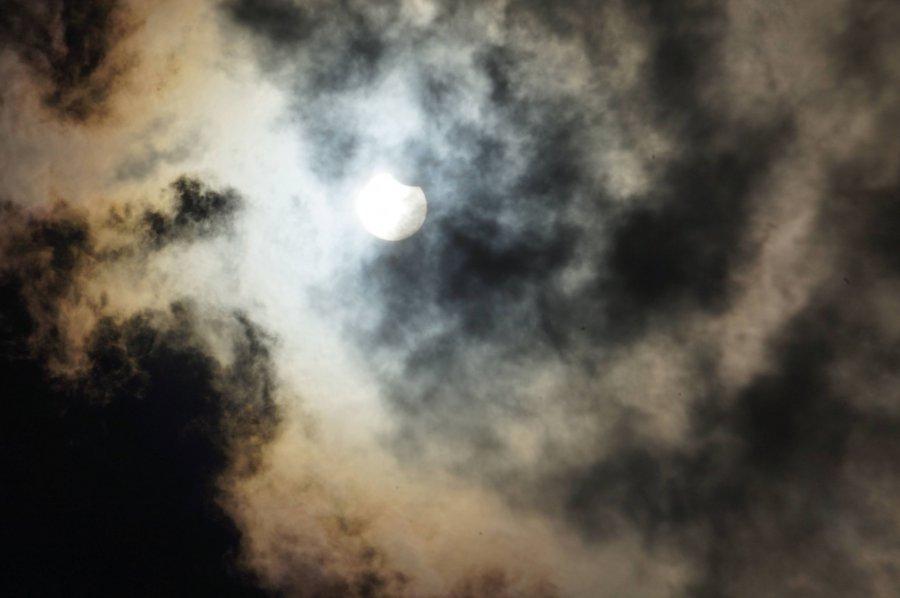 Dziś mieliśmy częściowe zaćmienie słońca. Kiedy zobaczymy całkowite? (ZDJĘCIA)