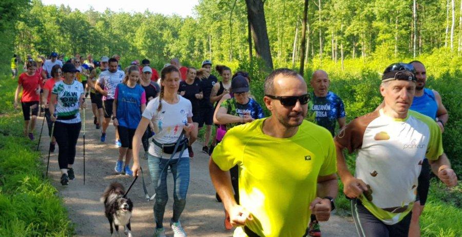Po 15 miesiącach biegacze wrócili w Chrzanowie na trasę parkrunu (WIDEO, ZDJĘCIA)
