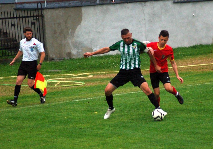 Piłkarze Żarek przełamali się w derbach z Libiążem (WIDEO, ZDJĘCIA)