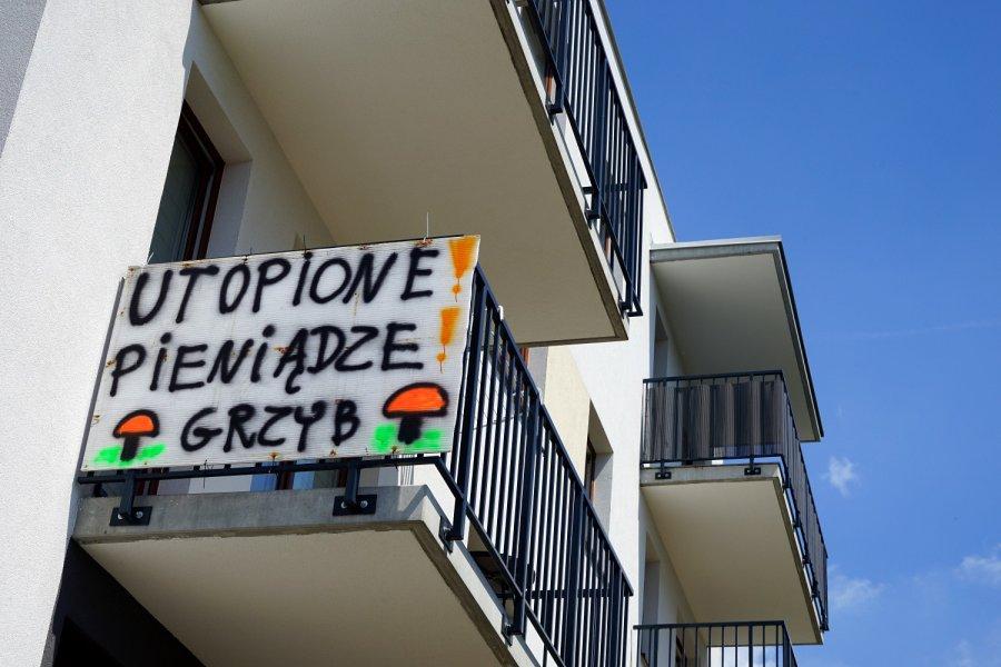 Trwa akcja protestacyjna na nowym osiedlu w Chrzanowie. Deweloper odpowiada