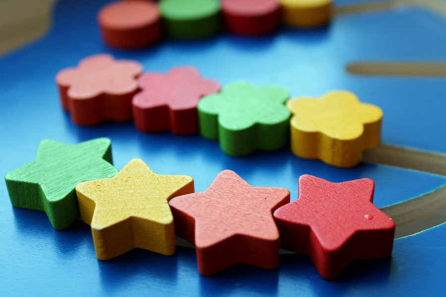 Zabawki dla 2-latka – na co warto zwrócić uwagę?