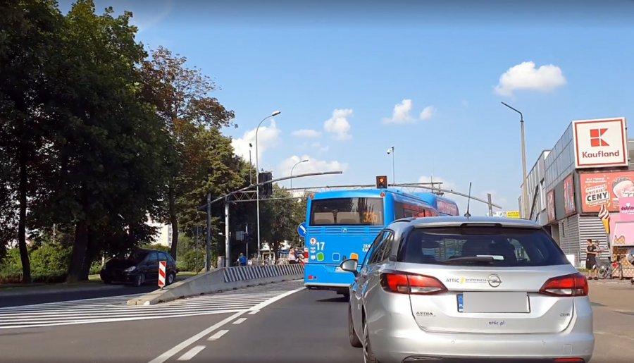 Mężczyzna potrącony na drodze krajowej w Chrzanowie trafił do szpitala