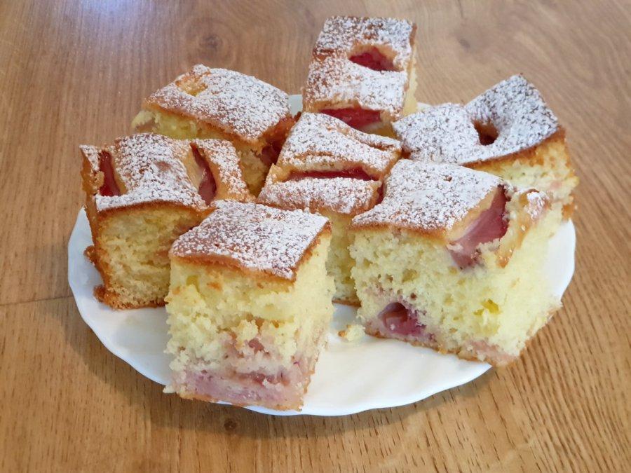 Pyszne ciasto z owocami. Warto się skusić
