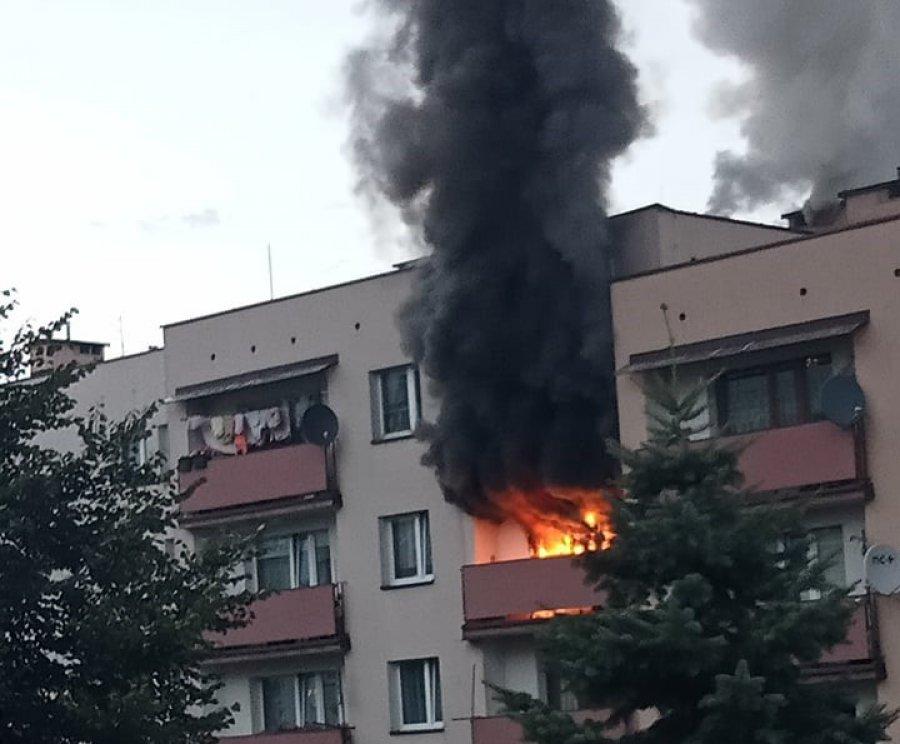 Pożar w Libiążu. Pali się mieszkanie na Flagówce (ZDJĘCIA, WIDEO)