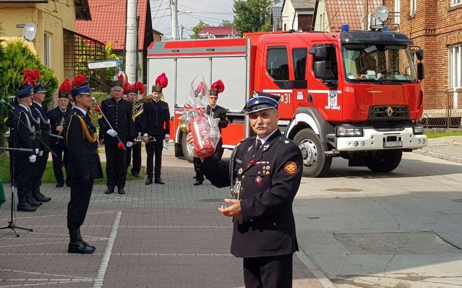 Strażacy z OSP Libiąż świętowali 95-lecie jednostki. Podarowali swojemu prezesowi gaśnicę (WIDEO, ZDJĘCIA)