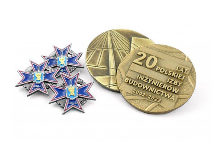 Medale odlewanie i pinsy – wyjątkowe wyróżnienia na zamówienie