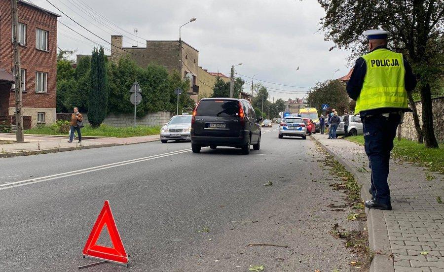 Znów stłuczka w rejonie niebezpiecznego skrzyżowania. Przyjechała policja i pogotowie (ZDJĘCIA)