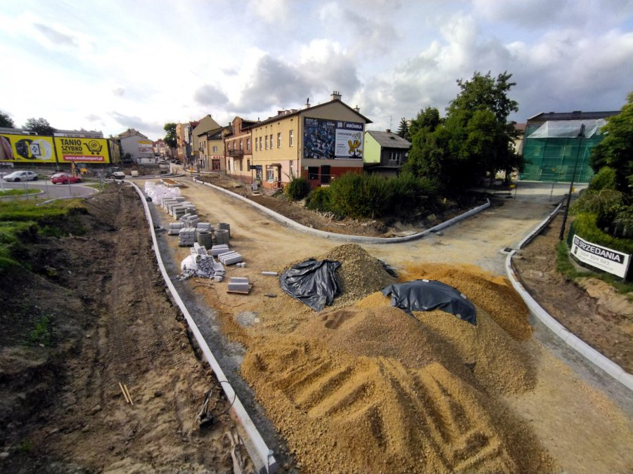 Nowe rondo i droga w Chrzanowie coraz lepiej widoczne. Będą kolejne utrudnienia w ruchu