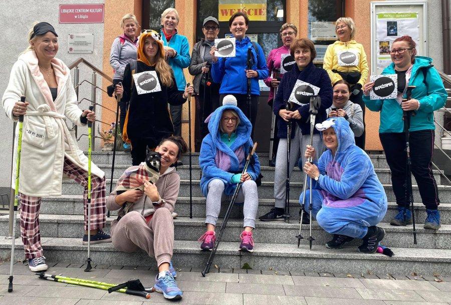Piżamowy rajd nordic walking. Libiąż wspiera charytatywną akcję (WIDEO, ZDJĘCIA)