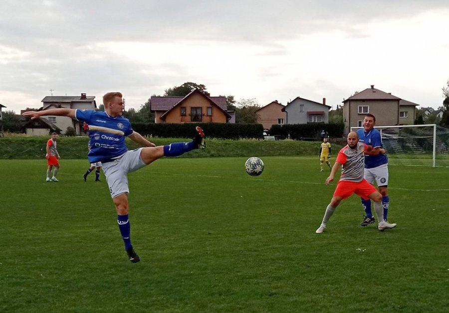 Piłkarska sobota. Fablok Chrzanów zwycięża pierwszy raz w sezonie, Gromiec wygrywa derby z Żarkami