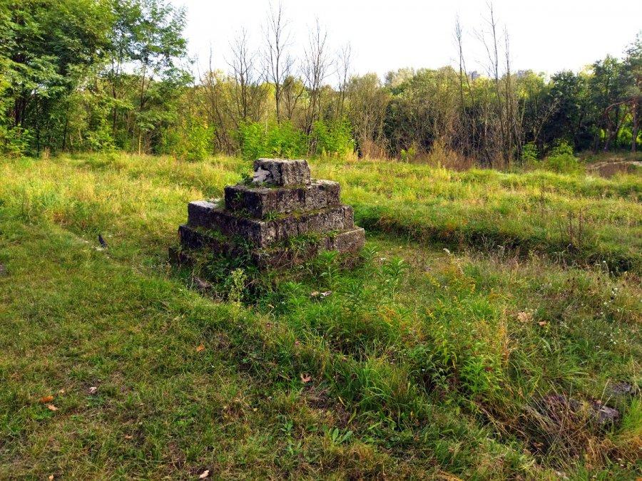 Cmentarz wojenny w Chrzanowie czeka na odbudowę. To miejsce zasługuje na pamięć (WIDEO)