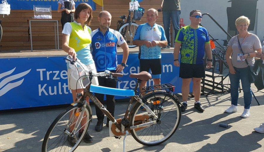W rajdzie rowerowym wystartowało 380 osób. Szczęśliwcy wylosowali rowery (WIDEO, ZDJĘCIA)