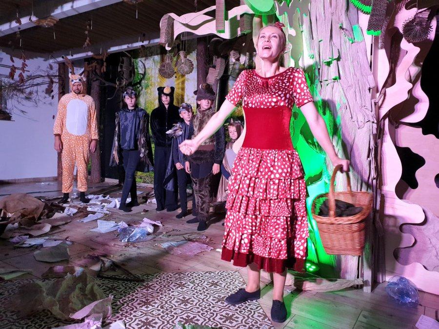 Spektakl z przesłaniem dla dzieci i dorosłych. Zagrali aktorzy i uczniowie lokalnych szkół