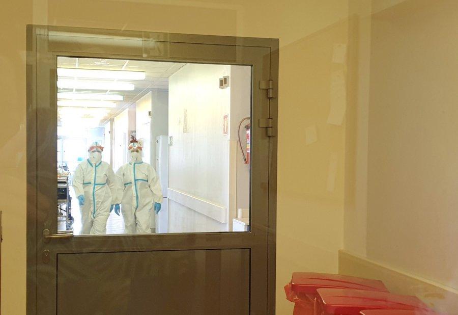 Nowe zakażenia i coraz więcej zajętych łóżek covidowych w chrzanowskim szpitalu