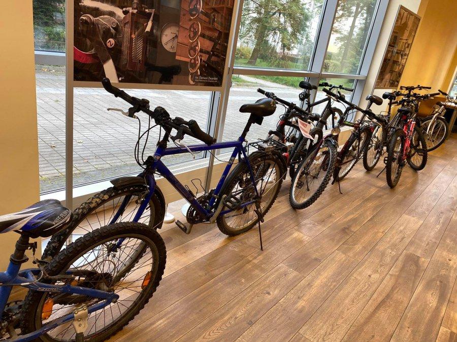 Biblioteka zebrała stare rowery. Po naprawie trafią do harcerzy i zuchów