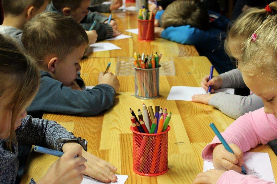 Co warto wiedzieć o świetlicach szkolnych, pensjach nauczycieli i aktywności fizycznej dzieci
