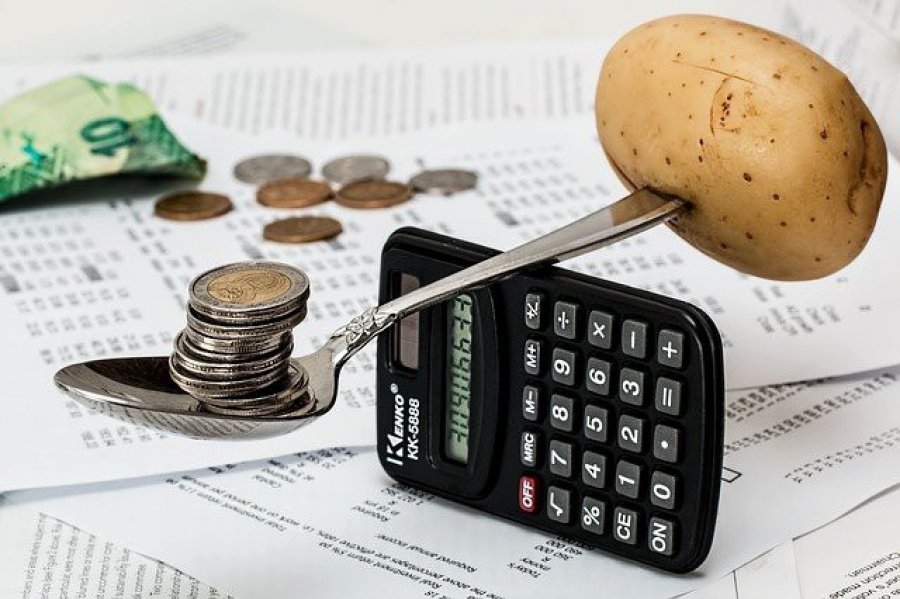Kredyt gotówkowy kontra rzeczywistość. Jak pożyczać, żeby nie utonąć w długach?