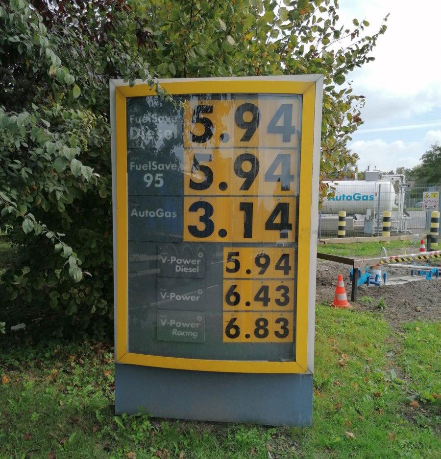 Jesień trudna dla kierowców. Od lat paliwo nie było takie drogie